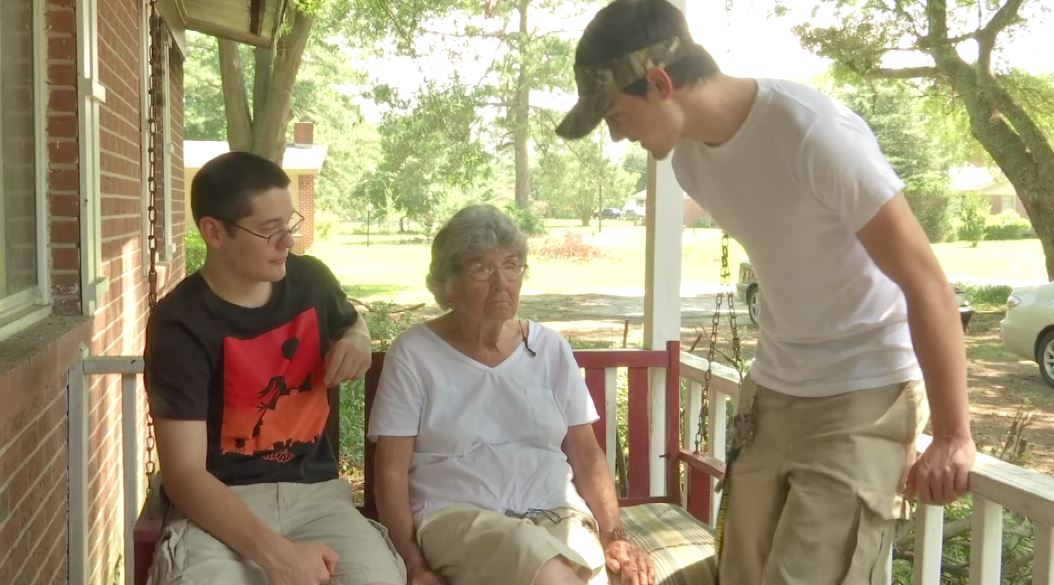 Two teens save 89 year old woman from house fire (Image 1)_62763