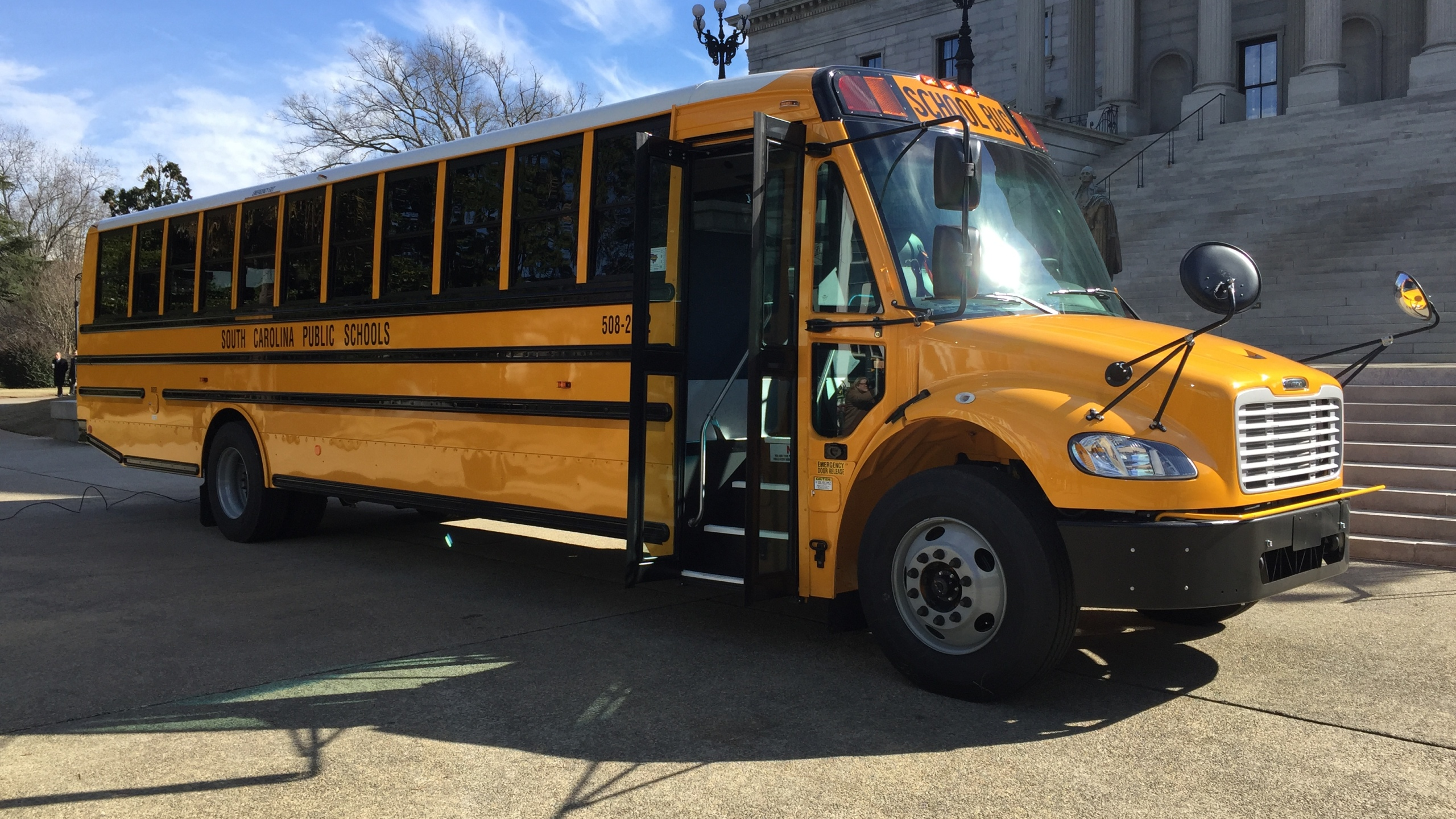 school-bus-at-statehouse_330273