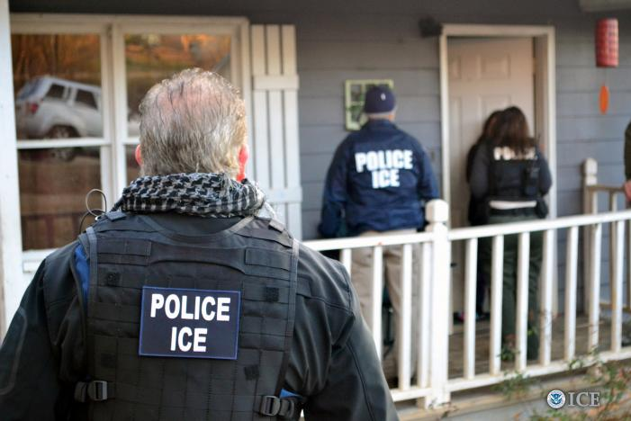 U.S. ICE officers conduct a targeted enforcement operation in Atlanta_350032