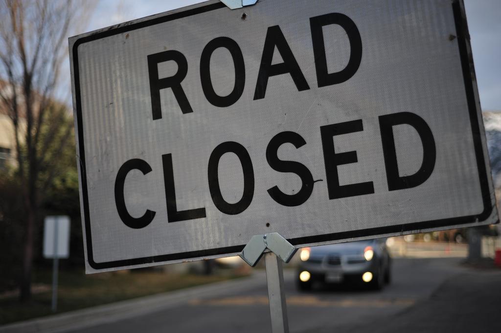 road closed sign_419990