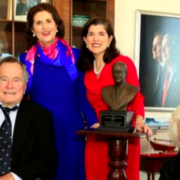 BUSH 41 AND JOHNSON DAUGHTERS_1543689198513.jpg-54787063.jpg