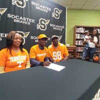 Kenney Solomon Signs with Tennessee_1549486779146.jpg.jpg