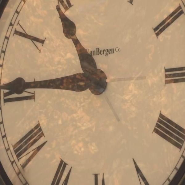 clock generic-846624087