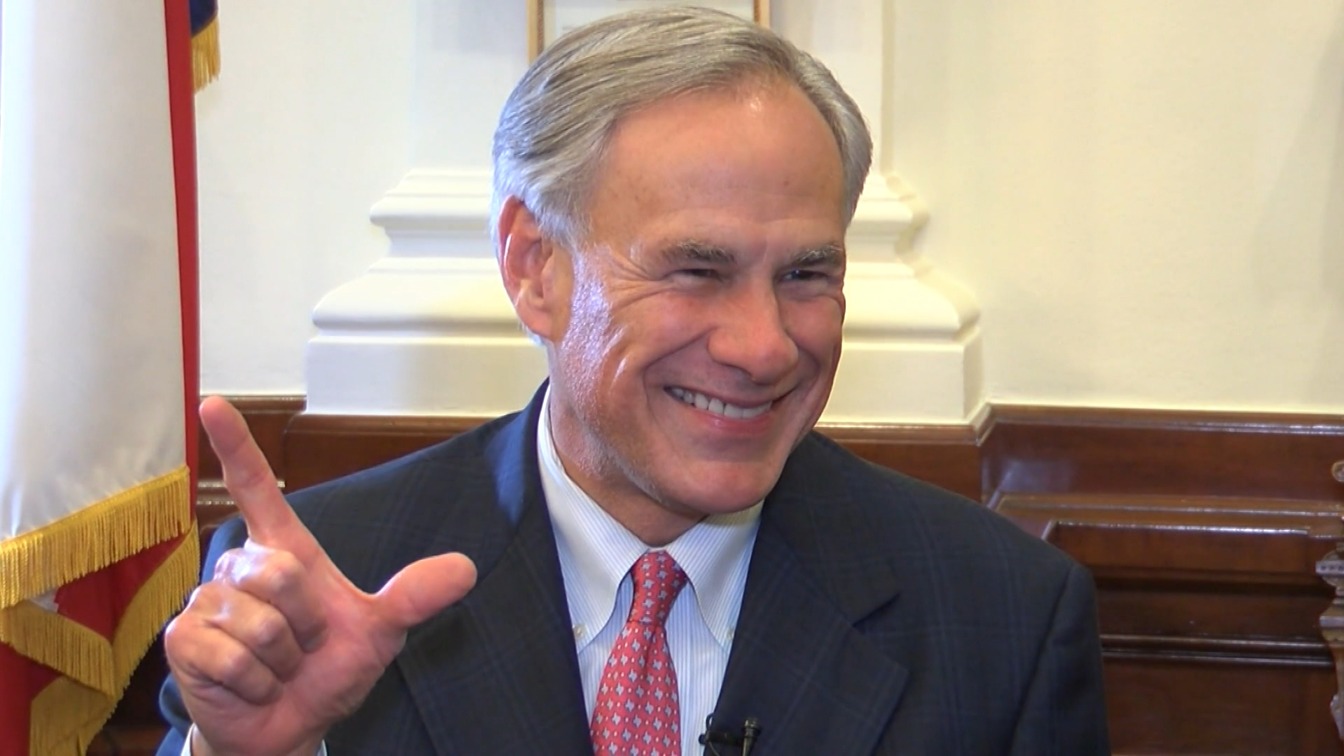 GOV GREG ABBOTT GUNS UP WRECK EM TEXAS TECH FINAL FOUR_1554409393162.jpg-846655081.jpg