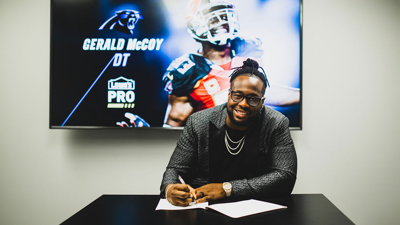 Gerald McCoy Signs with Panthers_1559669780324.jpg.jpg