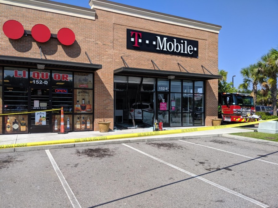 Car City Conway >> Hcfr Crews Responding After Car Goes Into T Mobile Store In