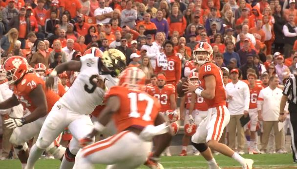Lawrence Throws 4 Tds Clemson Cruises Past Wake Forest 52