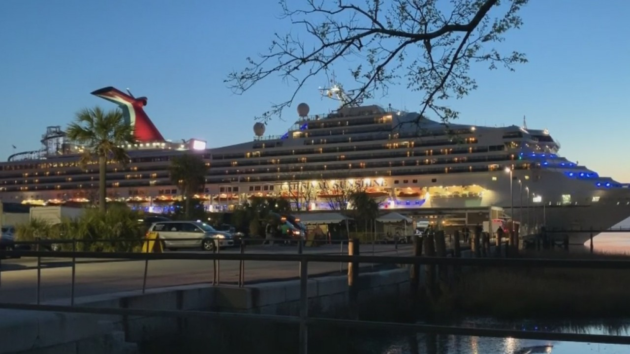 Cruisers Disembark In Charleston Carnival Cruise Line Suspends Operations Of Princess Cruises Wbtw